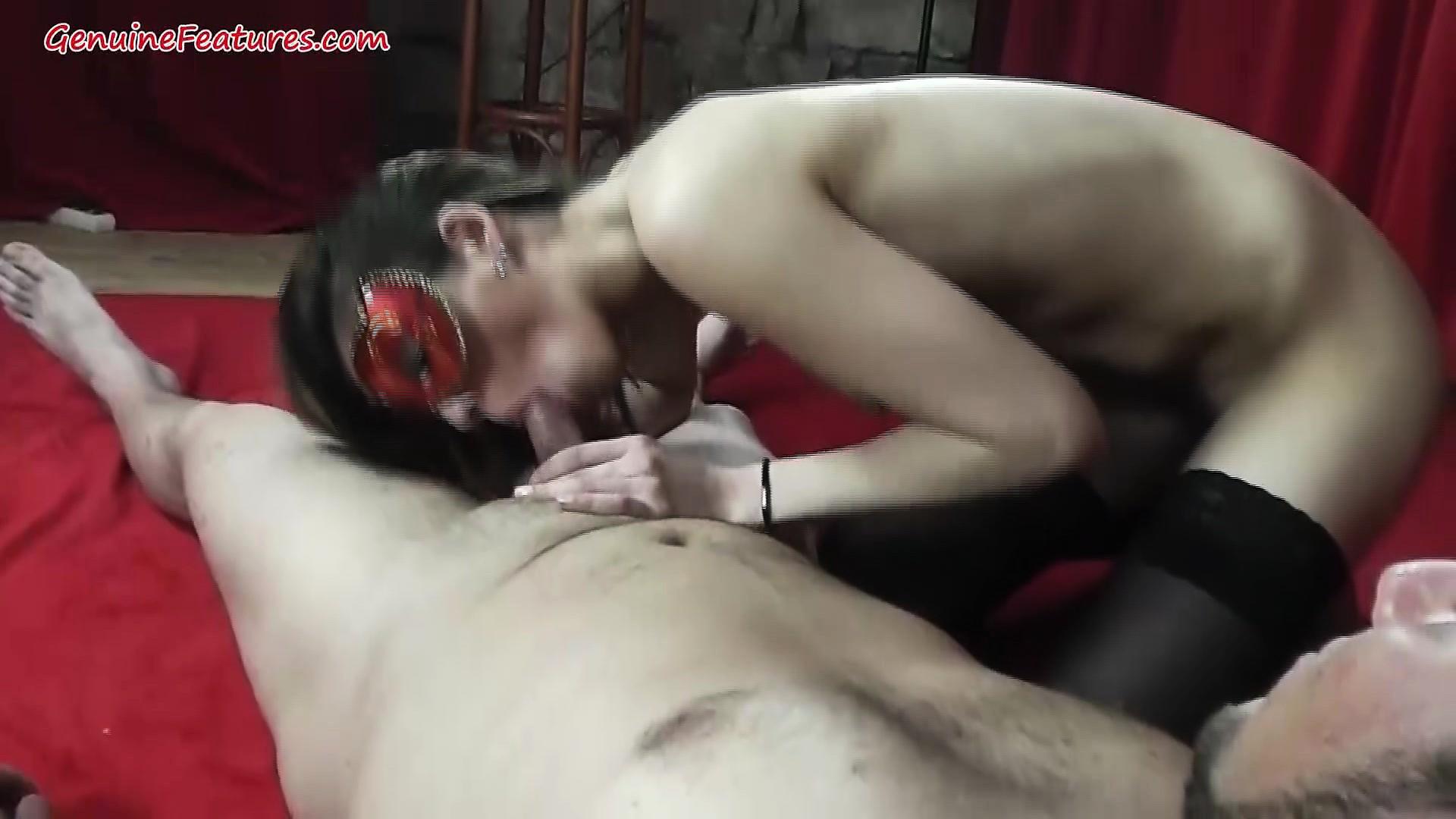 Секс чешской брюнетки на работе 14 фотография