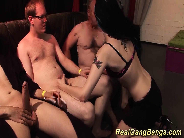 porno-perviy-raz-v-gruppovuhe