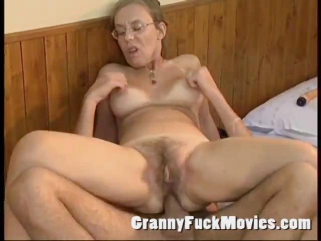 бабушку в очках ебут в жопу фото